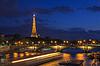 Eiffelturm und Pont Alexandre III in der Nacht | Stock Foto