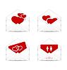Legen Sie Briefumschläge mit Valentine Herzen und Postkarten