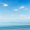 Blaue Meer und Himmel mit Wolken | Stock Foto