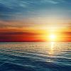 Dobry czerwony zachód słońca nad morzem ciemnieją | Stock Foto