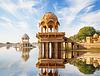 Indian atrakcje - Gadi Sagar świątyni na Gadisar lak | Stock Foto