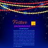 Векторный клипарт: Гирлянды из красных и желтых жемчуга на голубом Backgroun