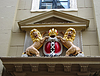 ID 4273885 | Amsterdam coat of arms on facade of city building. | Foto stockowe wysokiej rozdzielczości | KLIPARTO