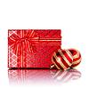 New Year `s gestreift roten Kugeln und Geschenk- | Stock Foto
