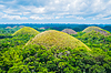 Famous Chocolate Hills natural landmark in | 免版税照片