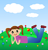 fröhlich Mädchen liegen auf grünem Rasen