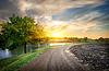 乡村道路和河流 | 免版税照片