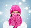 Überrascht Frau mit Hut, Schal und Handschuhe | Stock Photo