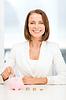 ID 4456378 | Geschäftsfrau, die Euro-Münzen in Sparschwein | Foto mit hoher Auflösung | CLIPARTO