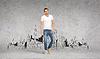 ID 4464620 | Lächelnden jungen Mann im weißen T-Shirt | Foto mit hoher Auflösung | CLIPARTO