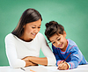 快乐的老师和小女孩上学绘图 | 免版税照片