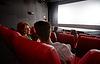 Glückliches Paar Film und sprechen im Theater | Stock Photo