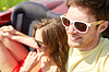 Glückliches Paar Fahren im Cabrio Auto und umarmen | Stock Photo
