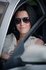 Schöne junge Frau, die Auto | Stock Foto