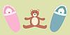 zwei Babys und Teddybär