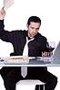 ID 4174556 | Upset Geschäftsmann an seinem Schreibtisch in der Klage | Foto mit hoher Auflösung | CLIPARTO