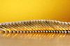 Złote monety leżące na powierzchni Złotym tle | Stock Foto