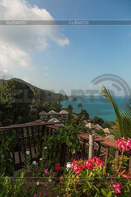 Tropikalny ośrodek z niesamowitym widokiem na morze | Foto stockowe wysokiej rozdzielczości |ID 4129997