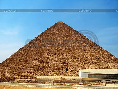 Piramidy w pustyni w Gizie w Egipcie | Foto stockowe wysokiej rozdzielczości |ID 4398329