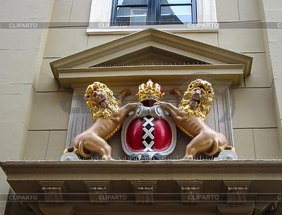 Amsterdam coat of arms on facade of city building. | Foto stockowe wysokiej rozdzielczości |ID 4273885