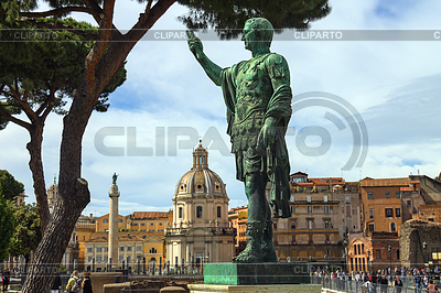 Statue des Kaisers Marcus Nerva in Rom, Italien | Foto mit hoher Auflösung |ID 4501369