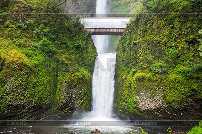 Multnomah Falls w stanie Oregon | Foto stockowe wysokiej rozdzielczości |ID 4583189