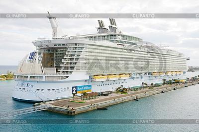 NASSAU, BAHAMAS-FEB 4 Royal Caribbean, Allure of | Foto stockowe wysokiej rozdzielczości |ID 4299210