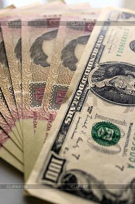 Cien dólares tirado en los grivnas ucranianos billetes alexmak