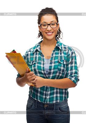 Weibliche schwarze Schüler in Brillen mit Ordnern | Foto mit hoher Auflösung |ID 4448997