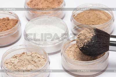 Makijaż szczotka z luźnego proszku kosmetycznego | Foto stockowe wysokiej rozdzielczości |ID 4164729