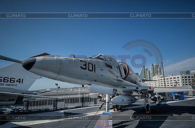 Jet 301 USS Midway | Foto stockowe wysokiej rozdzielczości |ID 4088187
