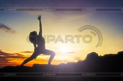 Yoga Frau Sonnenaufgang | Foto mit hoher Auflösung |ID 4256959