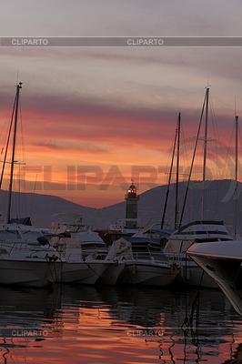 Saint-Tropez, Segelmasten mit Leuchtturm im Abendlicht | Foto mit hoher Auflösung |ID 4143784