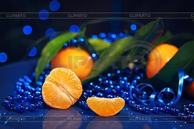 Mandarinen auf dunkelblauem Hintergrund - Neujahr | Foto mit hoher Auflösung |ID 4147956