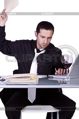 Upset Geschäftsmann an seinem Schreibtisch in der Klage | Foto mit hoher Auflösung |ID 4174556