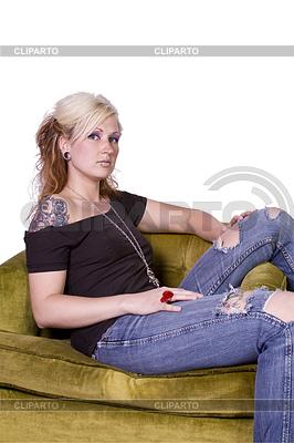 Künstlerische Frau sitzt auf Stuhl | Foto mit hoher Auflösung |ID 4176581