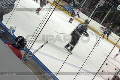 Eishockey-Spieler in der Penalty Box | Foto mit hoher Auflösung |ID 4182900