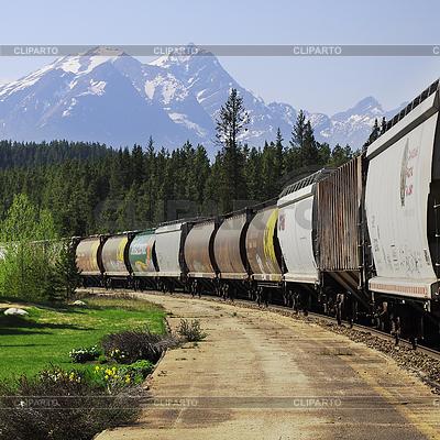 Długi pociąg towarowy. | Foto stockowe wysokiej rozdzielczości |ID 4414323